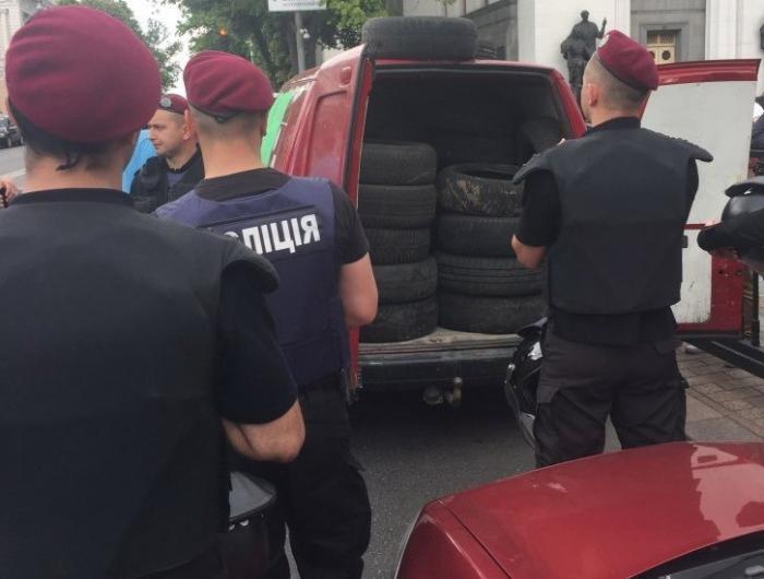 В Киеве пробки по всему городу: второй день проходит бунт «бляхарей»