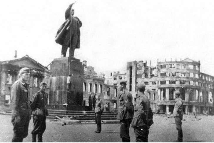 Как «просвещённая» Европа пробовала привить «отсталым русским» свои ценности. 18+