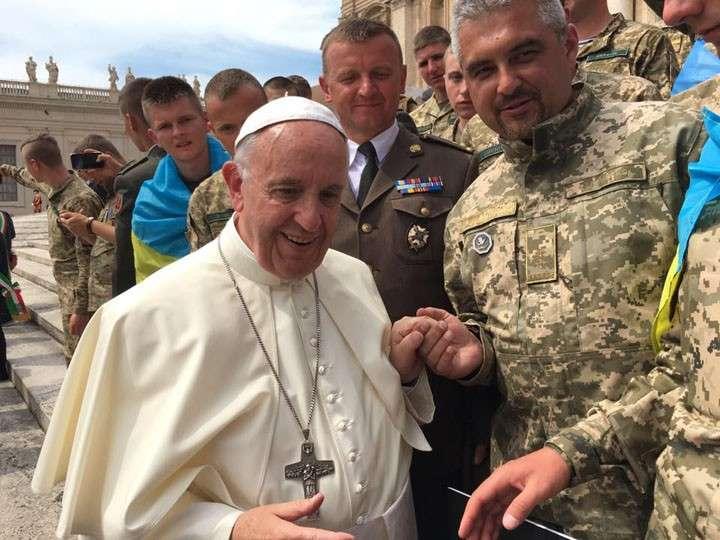 Папа Римский Франциск благословил карателей АТО и помолился с ними за мир на Украине