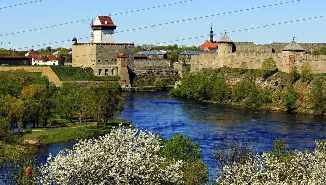 Власти Эстонии предписали двум российским дипломатам покинуть страну