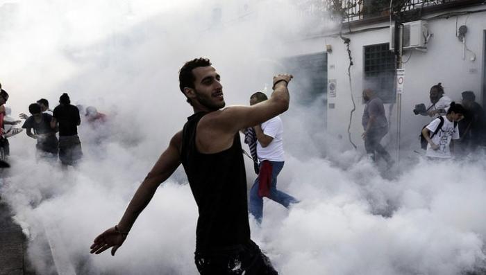 В Италии полиция разогнала противников саммита G7 слезоточивым газом