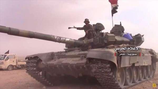 Сирия: русский Т-90 помогают правительственной армии давить врагов возле Пальмиры