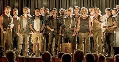 Австралия: мужской хор с наслаждением поет русские песни «полные боли и страсти»