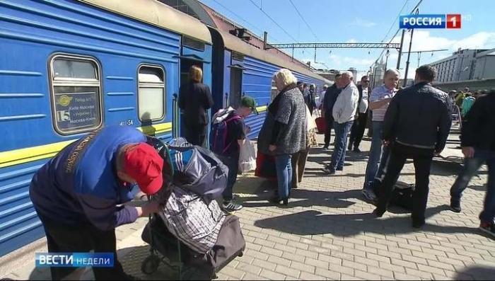 Хунта из последних сил тащит Украину на Запад, украинцы сопротивляются и едут на Восток, в Россию