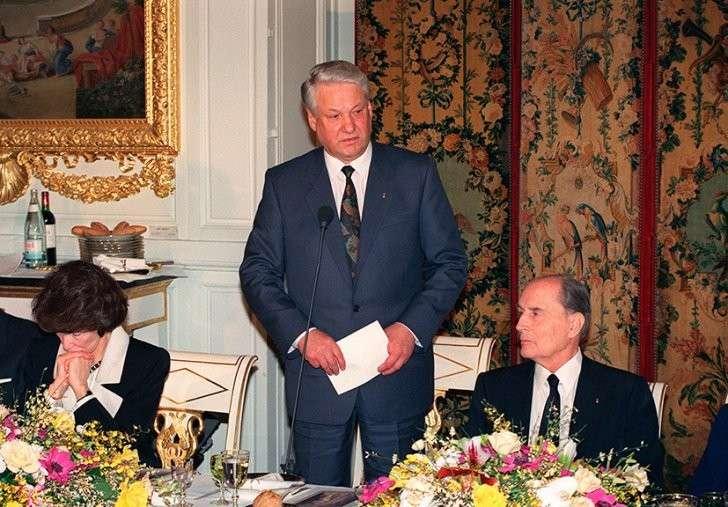 Встреча в Версале: о чём будут говорить президенты России и Франции