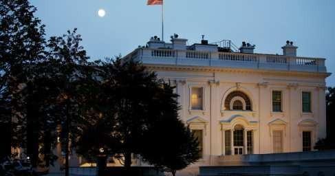 Дискотека в Белом доме: журналисты заметили странные вспышки красного цвета