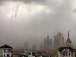 Ураган в Москве не только поломал деревья, но и разрушил Землю и разметал звёзды