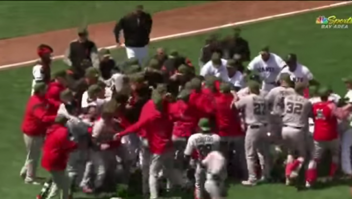 США: весёлая драка на бейсбольном матче, могут когда хотят
