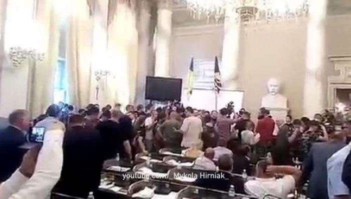 Во Львове радикалы пытались захватить административное здание, требуя амнистии карателям