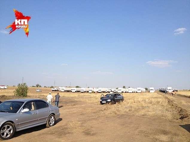 Колонна с гуманитарной помощью подошла к границе