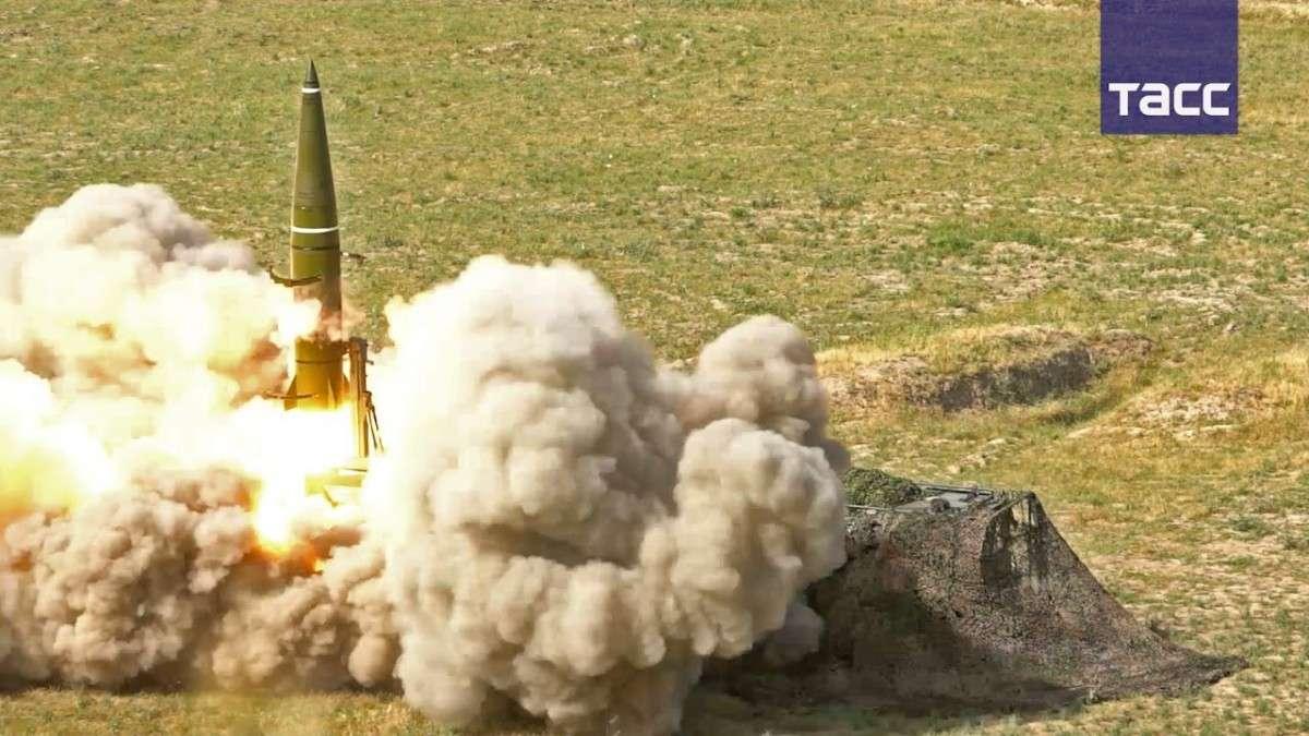Ракетные комплексы «Искандер-М» впервые провели пуски на учениях за пределами России
