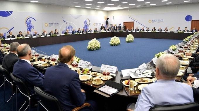 Владимир Путин встретился сруководителями крупнейших иностранных компаний на форуме ПМЭФ-2017
