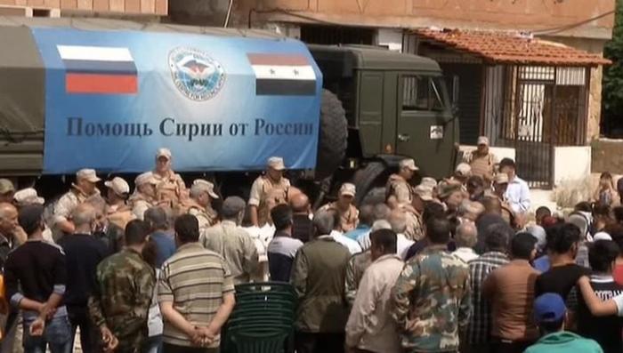 Сирия: русские военные доставили гумпомощь жителям сирийской деревни