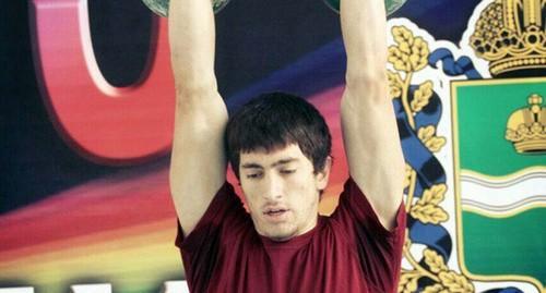 Рамазан Гусейнов из Дагестана завоевал золото на молодежном чемпионате Европы по гиревому спорту