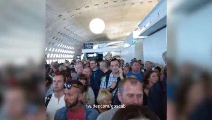 Париж: громкий хлопок привёл к массовой эвакуации парижского аэропорта