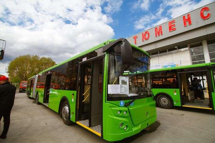 ВТюмень приехали новые автобусы, уже привезли около 100 новых ЛиАЗов