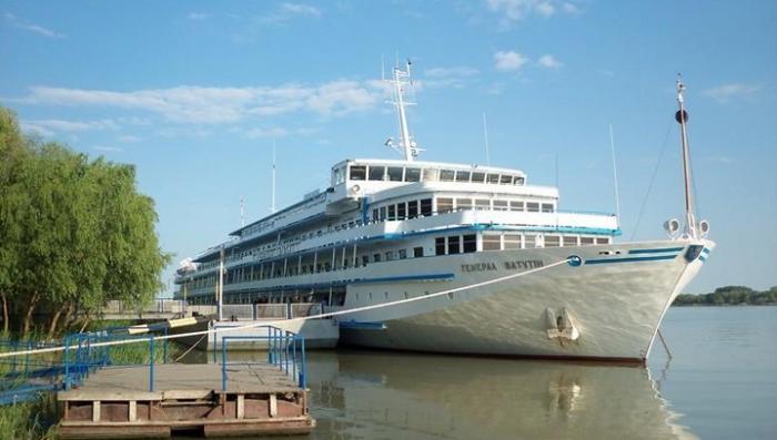 Украинский круизный лайнер «Генерал Ватутин» вместо Одессы уплыл в Россию