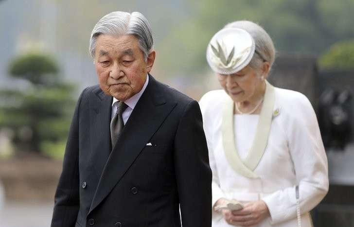 Император Японии Акихито с супругой Митико