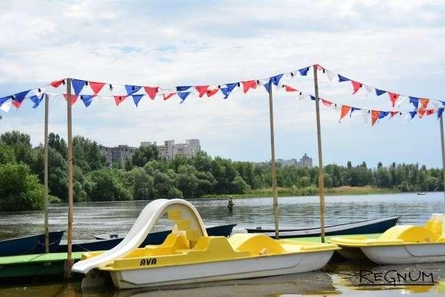Пристань, где можно взять лодку и катамаран напрокат