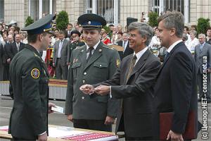 В 2008 году посол США в Украине Уильям Тейлор вручал погоны (!!!) выпускникам Академии СБУ
