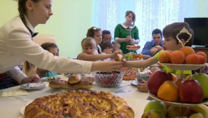 Калининград: семья с 22 детьми отпраздновала новоселье