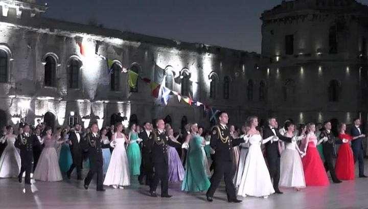 В Севастополе двойной праздник День России и День города отметили офицерским балом