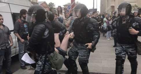 В Москве и Петербурге на несанкционированных митингах оппозиции задержали более 650 провокаторов