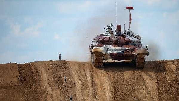 Экипаж из России на танке Т-72Б во время соревнований чемпионата мира Танковый биатлон - 2014. Архивное фото