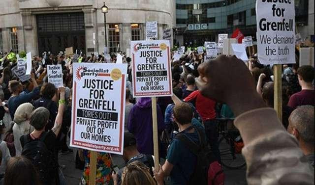 После пожара: в Лондоне прошли акции протеста ударившие по авторитету Терезы Мэй