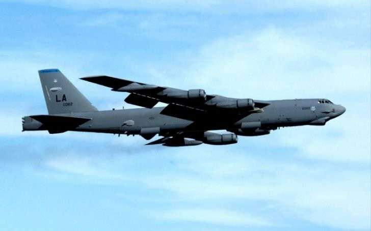 В Литве американские неучи на стратегическом бомбардировщике B-52 разбомбили жилой дом