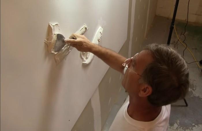 Похоже что мужчина просто делает ремонт в доме, но в конце получилось нечто невероятное
