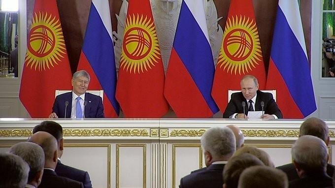 Владимир Путин и Алмазбек Атамбаев сделали заявления для прессы поитогам переговоров