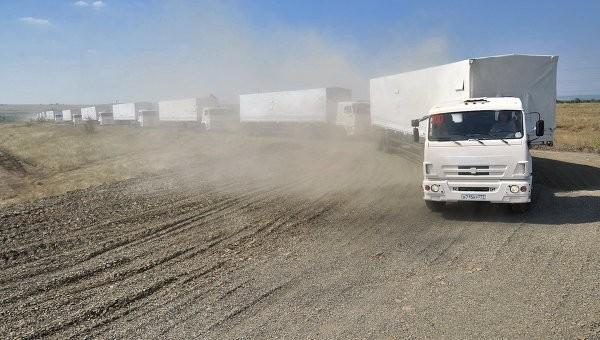 Первые 16 КамАЗов с гумпомощью РФ начали движение в сторону границы