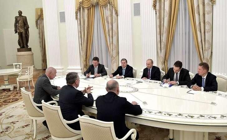 Владимир Путин встретился сглавой Royal Dutch Shell Беном ван Берденом