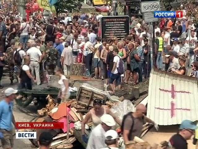 На Майдане погромщики избили украинских журналистов