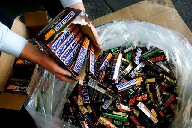 Продукцию Mars и Snickers отозвали из-за сенной палочки