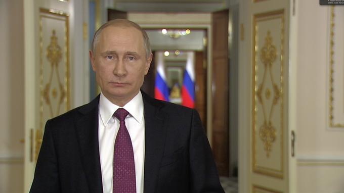 Владимир Путин выступил с обращением квыпускникам российских школ