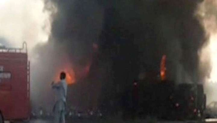 Трагедия в Пакистане: в результате возгорания бензовоза 140 человек сгорели заживо