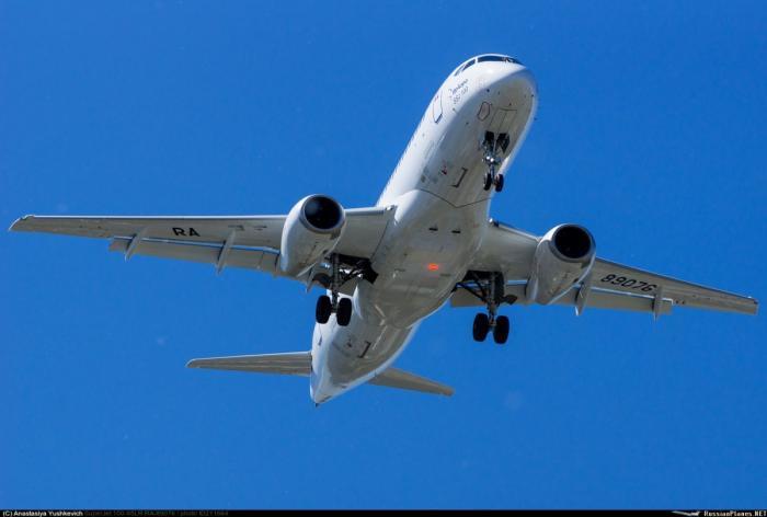 Авиакомпания «ИрАэро» получила новый самолет Sukhoi Superjet 100 с увеличенной дальностью полета