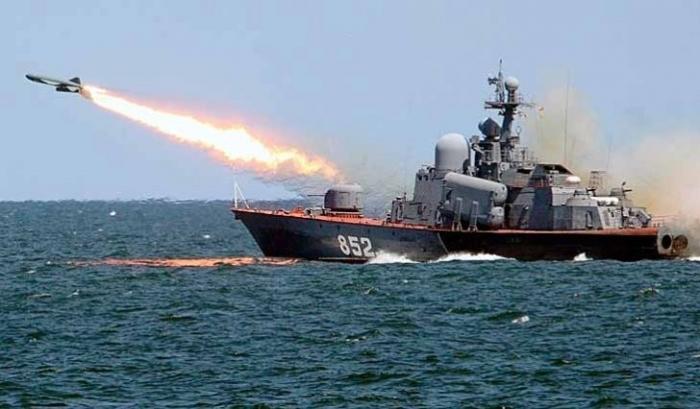 Балтийский флот провел учебный бой с электронными пусками ракет