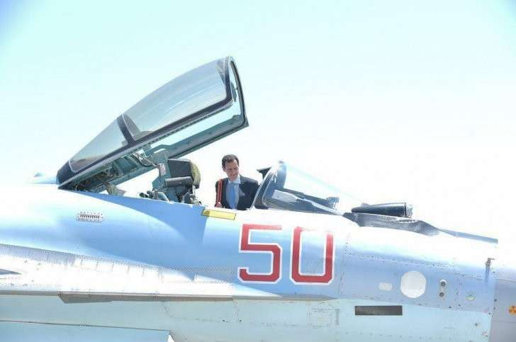 Башар Асад примерился к кабине пилота Су-35С на российской авиабазе Хмеймим