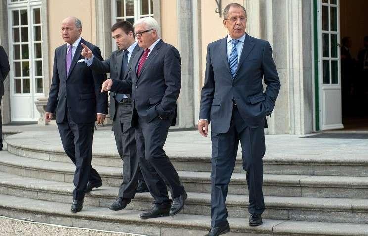 Слева направо: Лоран Фабиус, Павел Климкин, Франк-Вальтер Штайнмайер, Сергей Лавров