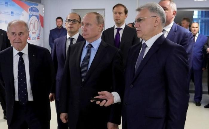 Владимир Путин посетил ижевский электромеханический завод «Купол»