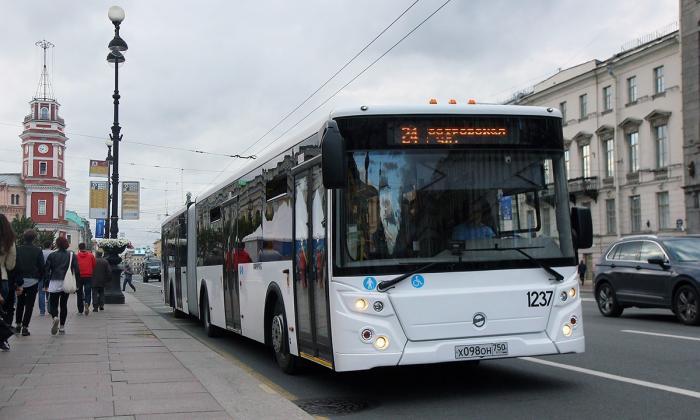 Санкт-Петербург первым испытает самый длинный российский автобус ЛиАЗ