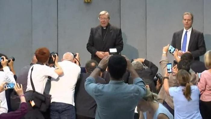 Казначей Ватикана и третий по влиятельности кардинал обвинён в педофилии