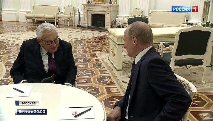 Путин встретился с Киссенджером, приехавшим в Россию на