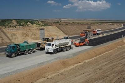 Трассу «Таврида» строят специалисты из Сибири. Крымские дорожники вышли из доверия