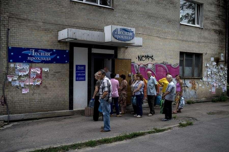 Донецк следом за Луганском остался практически без питьевой водыОригинал статьи: http://russian.rt.com/article/45880#ixzz3Aka5nSbs
