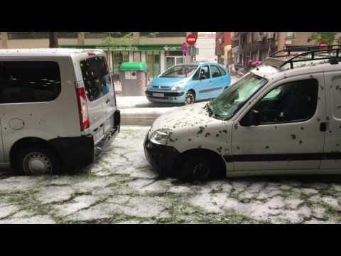 Град в испанской Жироне: полуметровые сугробы и затопленные улицы