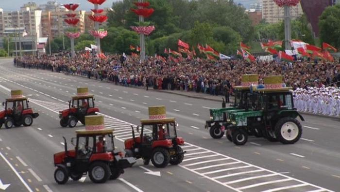 Масштабный парад военной и сельскохозяйственной техники прошел в понедельник в Минске